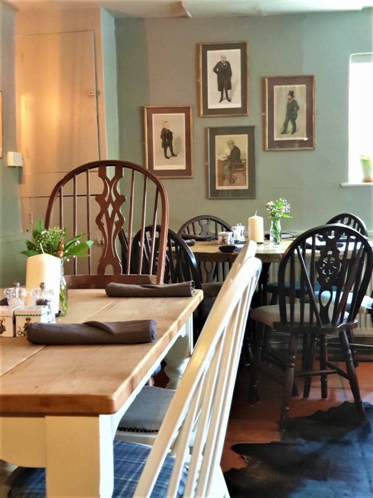 dining tables at the Queens Head Pub at Nutfield, Redhill, Surrey