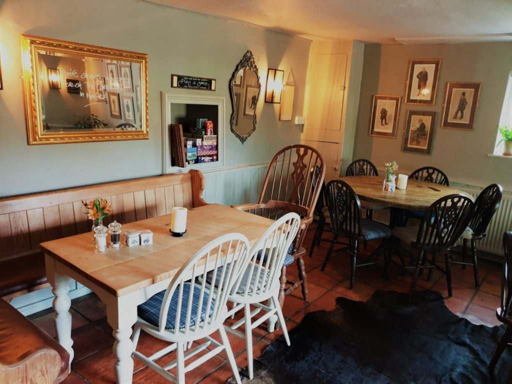 dining room at the Queens Head Pub at Nutfield, Redhill, Surrey
